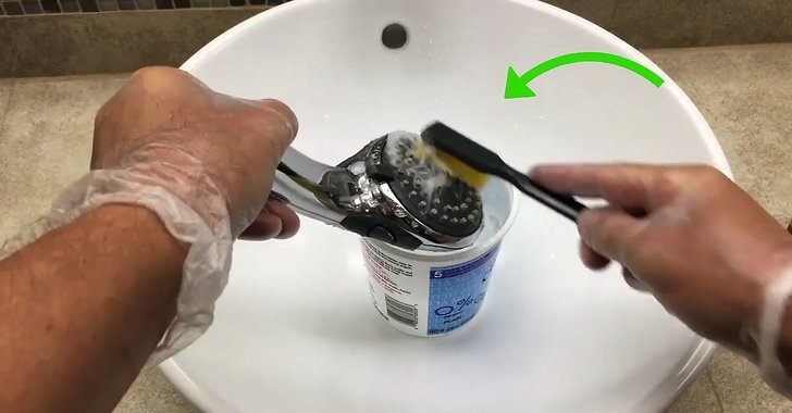 Cleaning a shower head filter