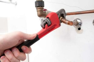 Best Plumbing Wrenches for Tight Spots