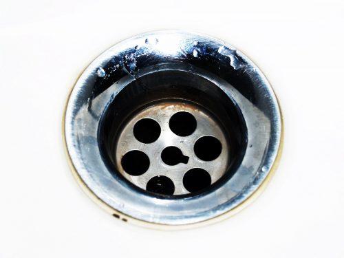 chrome-circle-close-up-droplets-220612